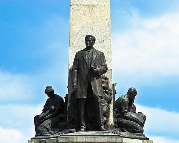 Dr. Jose Riza Statue